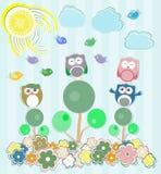 Gufi che si siedono sull'albero e sui fiori Fotografia Stock
