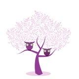 Gufi in un albero illustrazione vettoriale