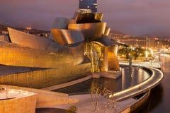 Guggenheim Бильбао к ноча Стоковое Изображение RF