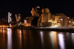 Guggenheim bis zum Nacht - Bilbao Stockfotos