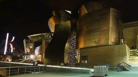 Guggenheim-Museum von modernem und von zeitgenössischer Kunst in Bilbao, spanischer Markstein stock video footage