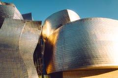 Guggenheim muzeum Bilbao wyginał się ściany w Bilbao mieście, Hiszpania Zdjęcie Stock