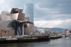 Guggenheim på bankerna i Bilbaoa fotografering för bildbyråer