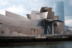 Guggenheim på bankerna i Bilbaoa arkivbild