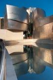 guggenheimmuseet reflekterar Fotografering för Bildbyråer