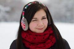 Guiño de la muchacha en auriculares Foto de archivo