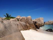 Guia turística tropical Seychelles de Digue do La da praia imagens de stock royalty free