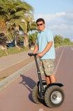 Guida dell'uomo segway Fotografia Stock