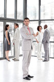 Guida di affari che mostrano direzione e squadra Immagini Stock Libere da Diritti