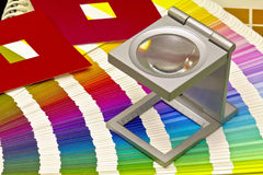 Guida di colore per la stampa di stampa offset su blackground nero immagini stock libere da diritti
