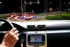 Guida di notte nel traffico della via Immagine Stock Libera da Diritti