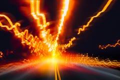 Guida di veicoli ad alta velocità sulla strada della strada principale di notte Fotografia Stock
