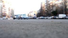 Guida di veicoli di Blured sulle vie archivi video