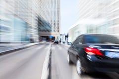 Guida di veicoli nel distretto aziendale Fotografia Stock Libera da Diritti