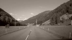 Guida di veicoli nelle montagne, Svizzera archivi video