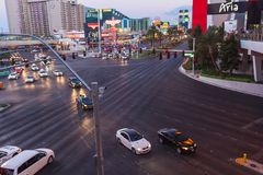 Guida di veicoli vicino ad Aria Hotel a Las Vegas Fotografia Stock Libera da Diritti
