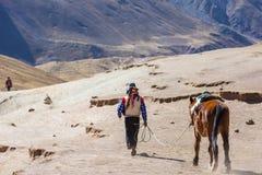 Guida sulle montagne dell'arcobaleno Immagine Stock Libera da Diritti