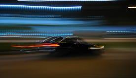 Guidando alla notte fotografia stock