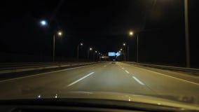 Guidando alla notte video d archivio