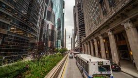 Guidando attraverso Chicago, l'IL stock footage