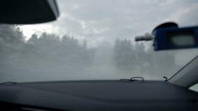 Guidando attraverso il poligono acquoso estremo stock footage