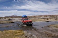 Guidando attraverso l'acqua Immagini Stock Libere da Diritti