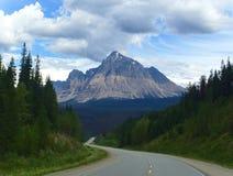 Guidando attraverso le Montagne Rocciose un giorno di estati in diaspro Fotografie Stock