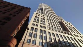 Guidando dopo la costruzione chiave alta della torre a Cleveland video d archivio