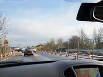 Guidando nei lavori stradali immagini stock