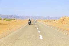 Guidando nel deserto nel Marocco Fotografie Stock Libere da Diritti