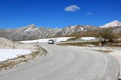 Guidando nel parco di Gran Sasso, Apennines, Italia Immagine Stock Libera da Diritti