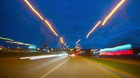 Guidando nell'ora di punta dell'automobile di mattina, al rallentatore video d archivio