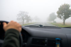 Guidando nella nebbia Fotografia Stock