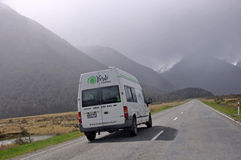 Guidando nella pioggia Fotografie Stock Libere da Diritti