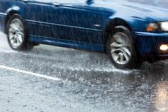 Guidando in pioggia persistente Fotografia Stock Libera da Diritti