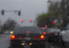 Guidando in pioggia persistente Immagini Stock