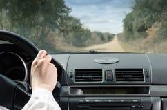 Guidando in strada diritta fotografie stock
