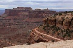 Guidando su Shafer Canyon Road immagine stock