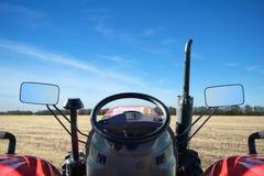 Guidando su un trattore Fotografia Stock Libera da Diritti
