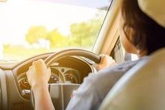 Guidando sui viaggi stradali e traffico per sicurezza Fotografie Stock