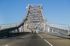 Guidando sul ponte di San Rafael - di Richmond, San Francisco Bay, California immagine stock libera da diritti