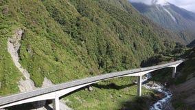 Guidando sul viadotto di Otira video d archivio