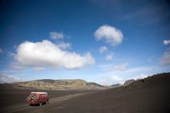 Guidando sulla sabbia della lava fotografia stock libera da diritti