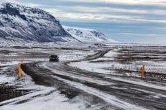 Guidando sulla strada dell'Islanda nel parco nazionale di Vatnajokull del jokulsarlon Immagine Stock