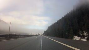 Guidando sulla strada principale in alpi austriache stock footage