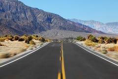Guidando sulla strada principale con l'alta velocità Fotografie Stock Libere da Diritti