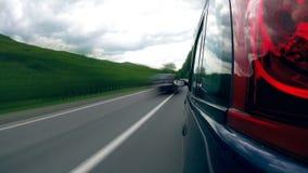 Guidando sulla strada principale nelle montagne stock footage
