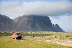 Guidando sulla terra della lava fotografia stock libera da diritti