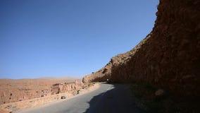 Guidando sulla valle della gola di Dades, il Marocco archivi video