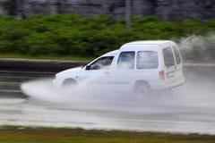 Guidando in tempesta di pioggia Immagini Stock Libere da Diritti